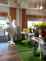 I loved the quirky art and beautiful flowers they had there!